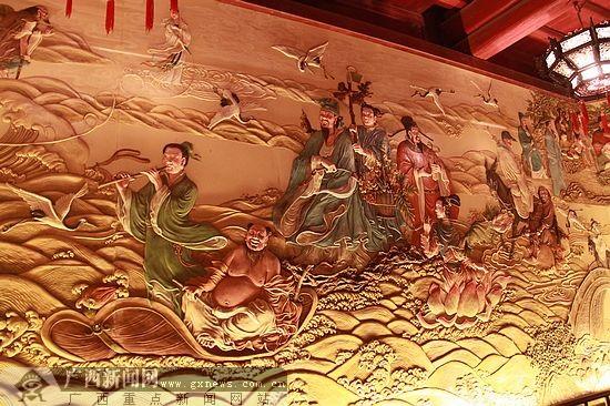 """蓬莱阁的""""八仙过海""""壁画."""