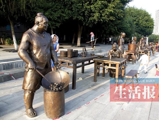 """江边现""""货摊"""" 4种生活形态雕塑展示南宁市井生活"""