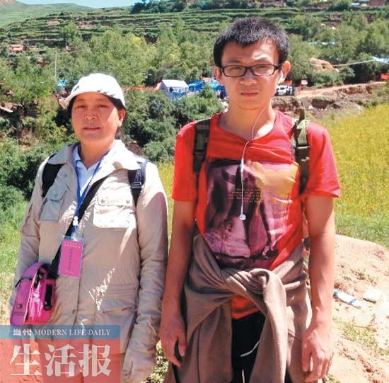 6级地震中,广西北海艺术设计职业学院学生张兆丰和母亲一道奔赴灾区
