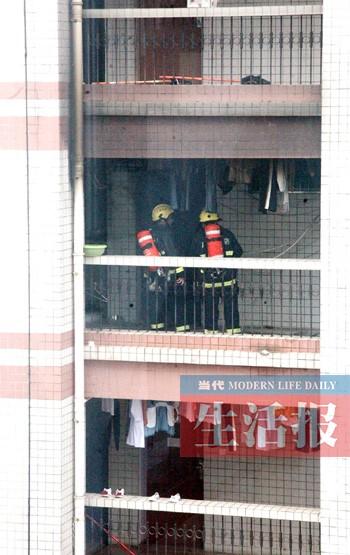 广西医科大学宿舍楼v女生女生消防救出两女生(火灾肚子被腹部虐图片
