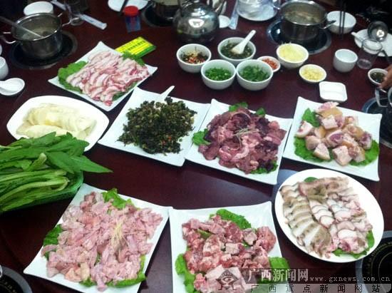 """重口味""""猪圈火锅""""在流行 全猪宴今天你吃了吗?"""