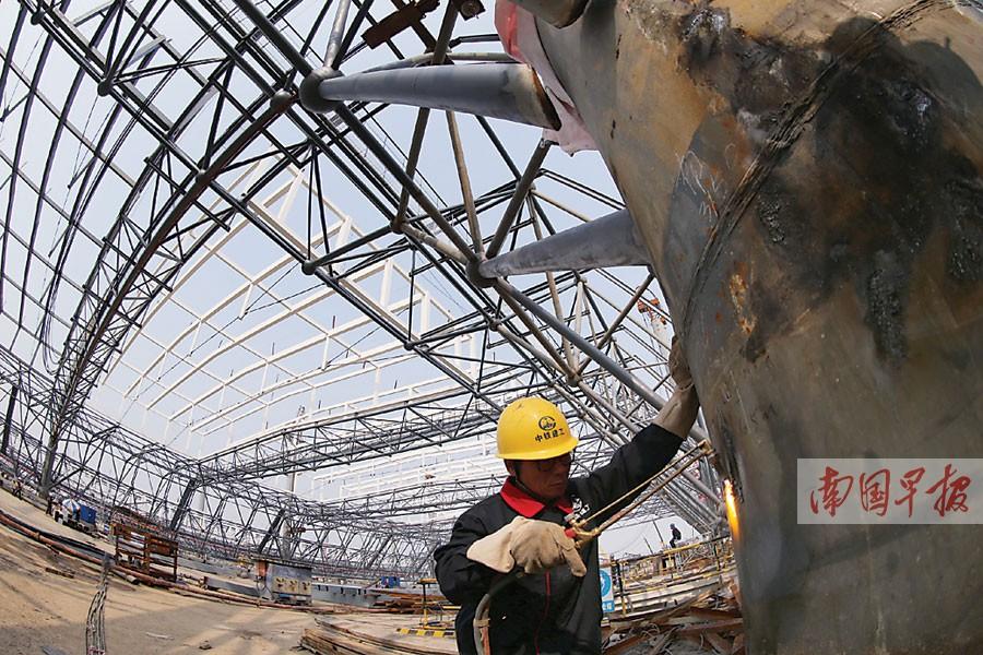 南宁火车东站候车大厅钢结构屋顶整体提升施工
