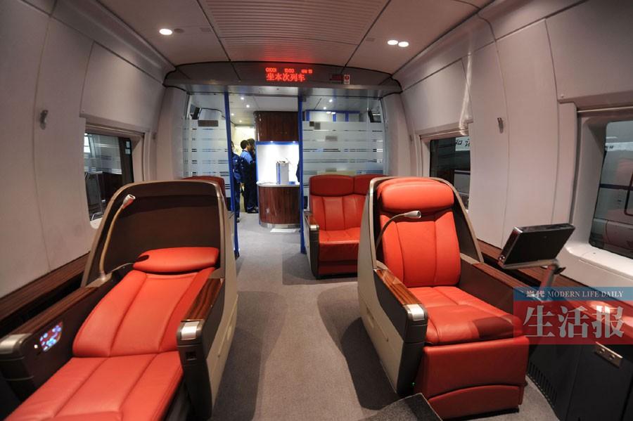 在空调设计上,crh380bl型高速动车组的暖风主要从车厢中间和底部
