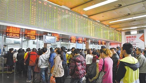 火车票进入预售高峰 南宁至重庆票半小时售完