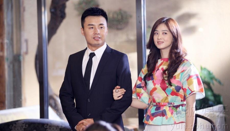 蒋欣在剧中饰演的王媛是一个十足的励志女青年,在经历母亲重病,事业