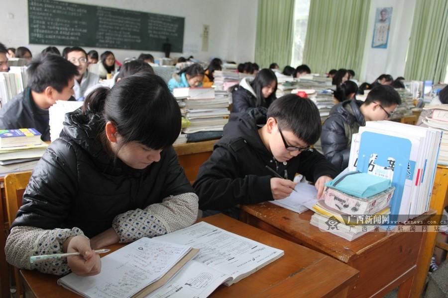 临桂2014年起高中教育免费约6800名高中生受高中生眼干涩图片