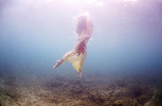 美女水下唯美摄影照片