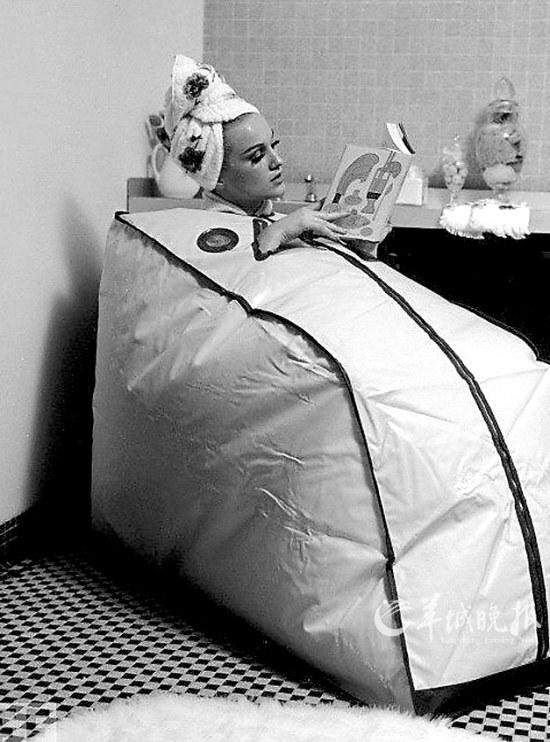 看看上世纪那些不可思议的发明 悬挂式育婴笼