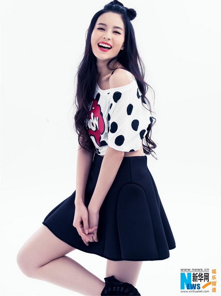 人气花旦温心春日甜美写真 可爱俏皮少女情怀(图)