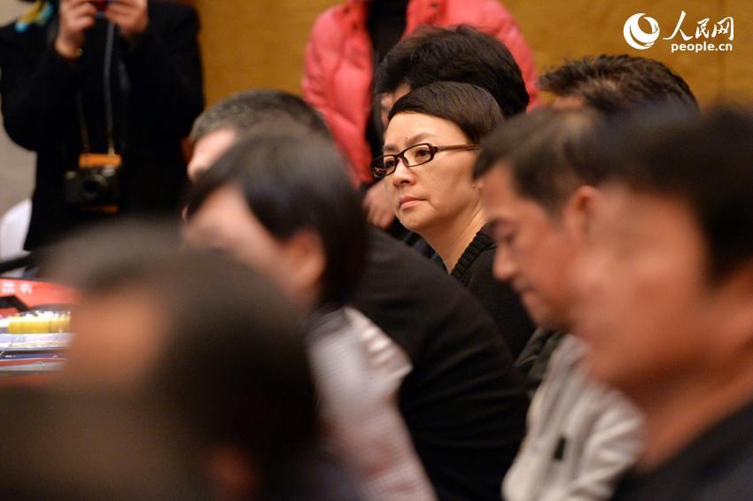政协小组会议上的委员表情