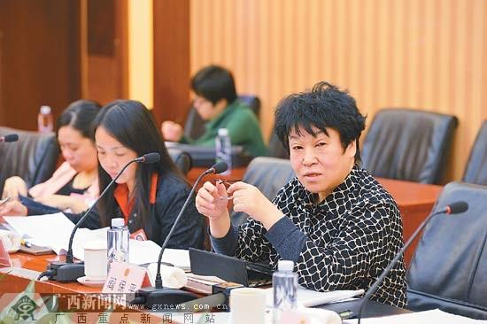 广西代表团分组审议全国人大常委会工作报告(图)
