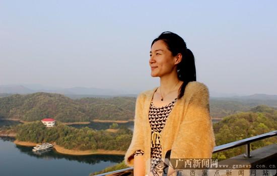 胡泽方)3月25日下午,网络媒体记者来到武宁观湖岛,登观湖双塔,逐层