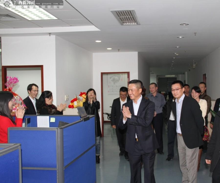 兴业银行南宁分行领导年终赴网点慰问一线员工
