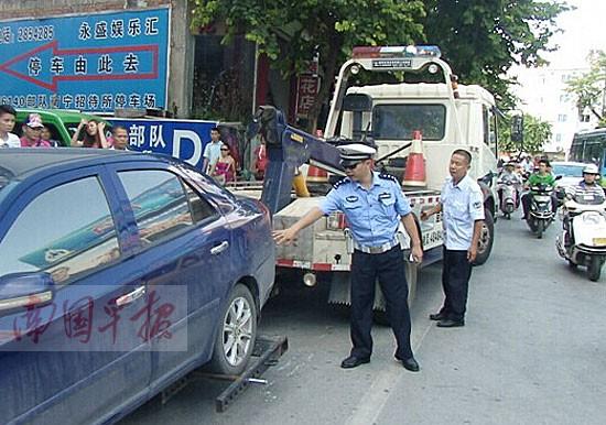 交警支队车所_南宁交警支队开展整治车辆乱停交通违法行为