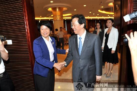 肖莺子会见马来西亚总理对华特使黄家定一行