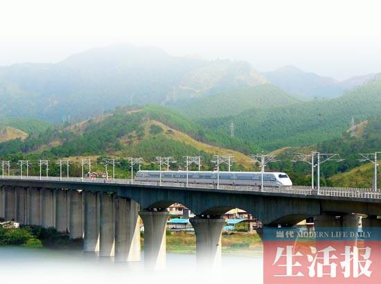 武汉,石家庄5对动车的正式开通;以及今年底南宁至广州,上海,南昌等地