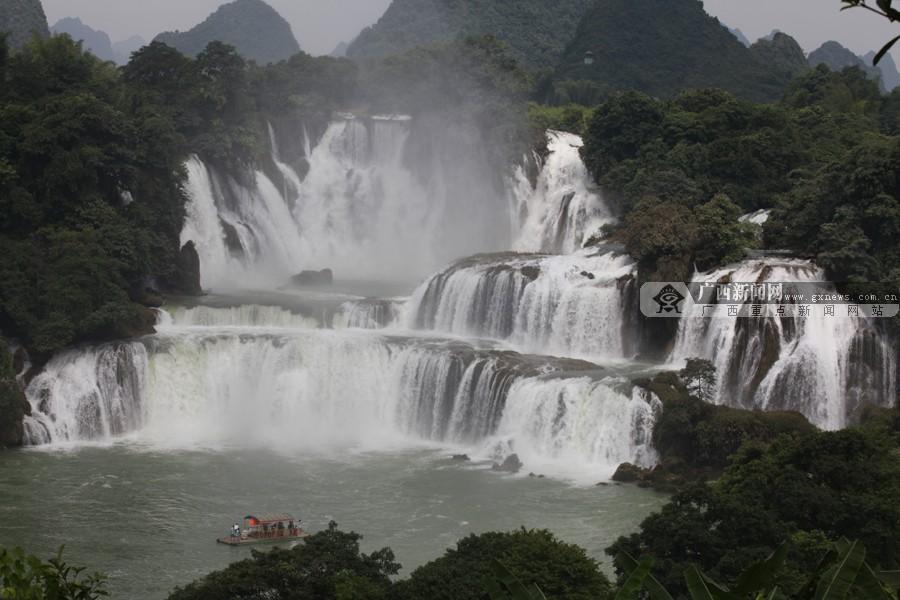 高清:金秋时节的德天瀑布 喧嚣之下回归平静_广西新闻