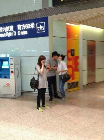 6月4日,高圆圆赵又廷机场激吻被网友偷拍