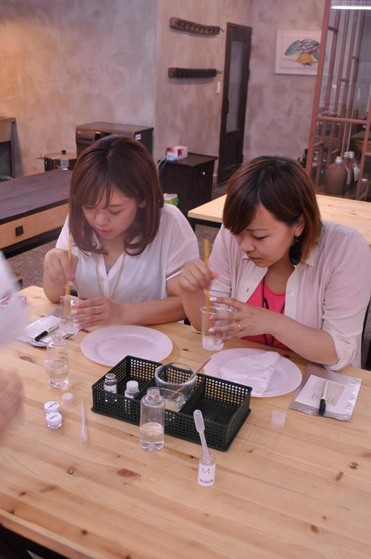 在釜山,自己就可以手工制作各种面膜,马格利酒天然酵素自制面膜,体验