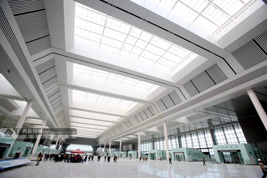南宁东站体量庞大,系统复杂,采用大跨度钢结构,照明智能控制,空调通风