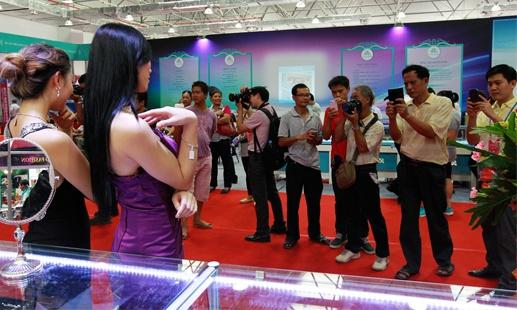梧州宝石走国际范 珠宝展近距离感受宝石魅力(图)