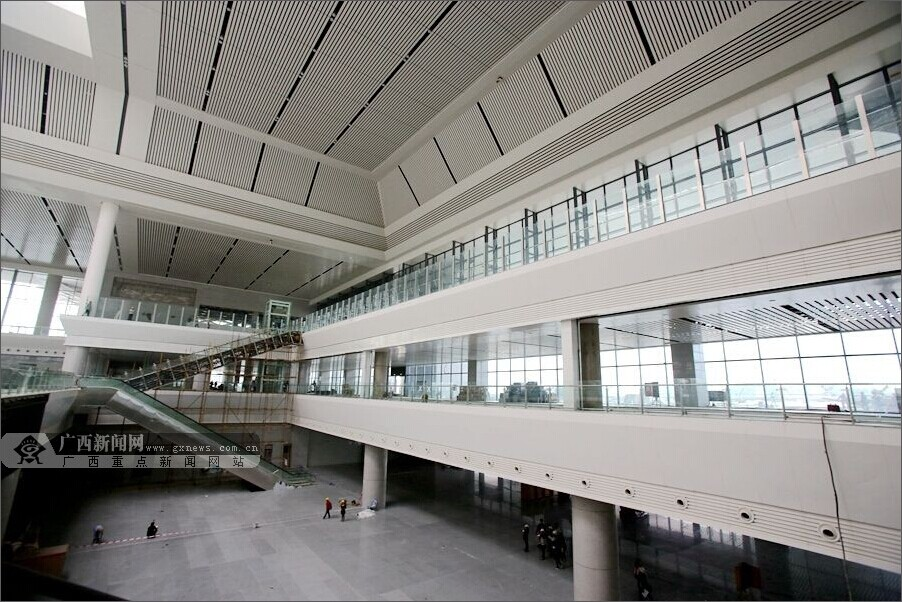 设施最完善的客运车站  南宁东站体量庞大,系统复杂,采用大跨度钢结构