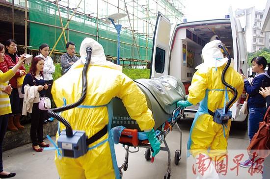南宁市举行埃博拉防控演习 全程28次消毒(组图)