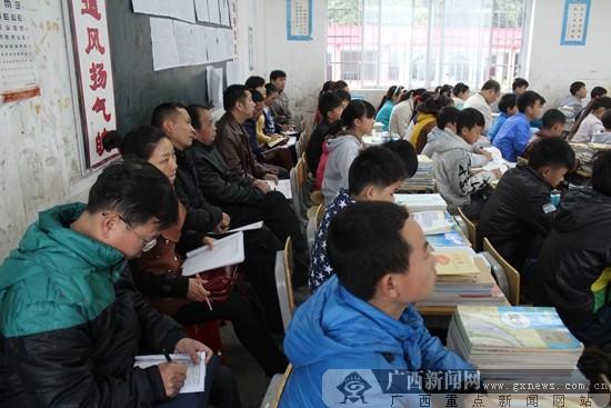 隆林县教研室人员到三中开展随堂听课教研活动