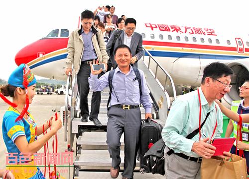 经重庆,15时10分抵达百色;返程mu5494航班,15时50分于百色起飞,经重庆