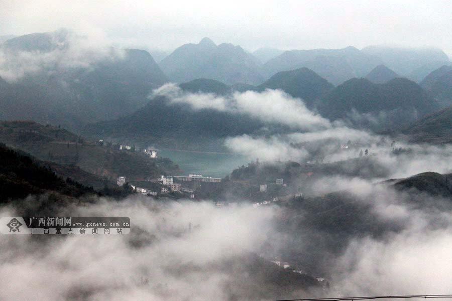 高清:隆林高山云雾美景宛若人间仙境图片