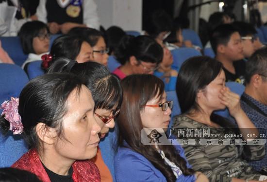 第二届汉字听写大赛在南宁举行 18支队伍激烈过招