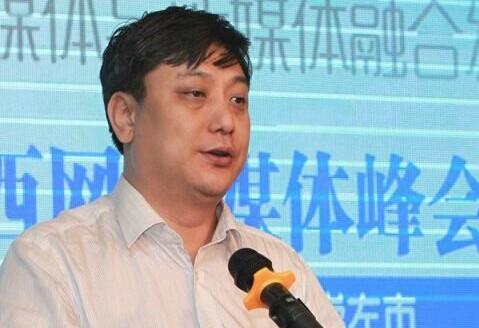 广西日报社社长助理、广西新闻网总编辑、总经理王庆主持会议