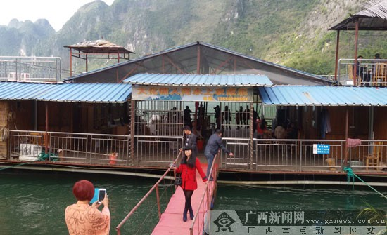 """大化贡川""""情人湾""""旅游热 12月份日均游客达百人"""