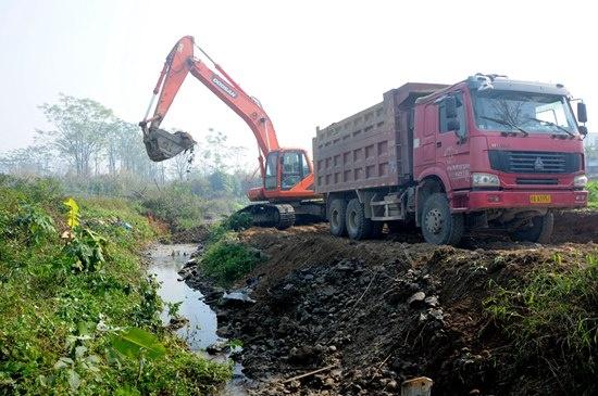 目开展内涝疏浚施工