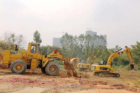 卓能新能源等35个项目在钦州钦江五桥项目现场集中开竣工.高清图片