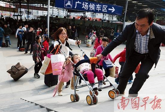南宁铁路客流高峰将持续到17日 跑错车站能补救
