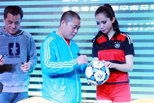 广西首支职业球队踏上中乙征程 南超正式起航