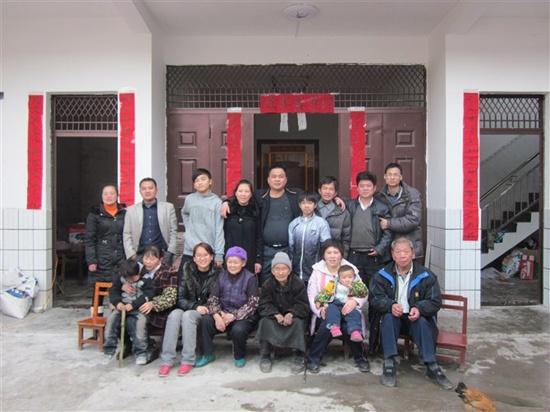 杨彩春家庭:用爱心编织的美丽故事