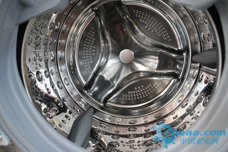 这款洗衣机选用了钻石型按摩内筒机仿生鱼尾提升器设计,钻石型内