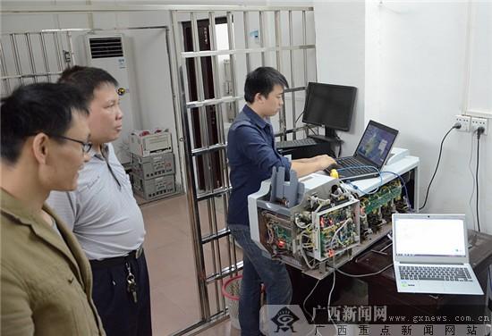 联网测试.广西新闻网通讯员 覃青 摄-农行平南支行自动清分机查询