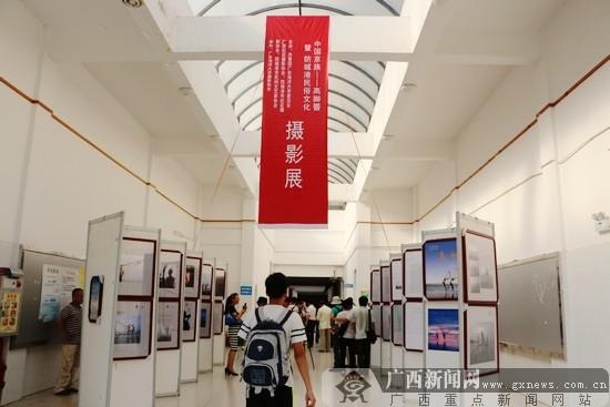 广东海洋大学钟海楼摄影展厅.