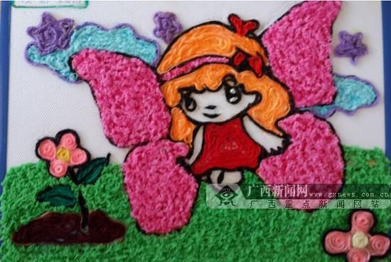幼儿园手工毛线画图片-南宁衡西一幼举办六一画展 家长孩子共同作画