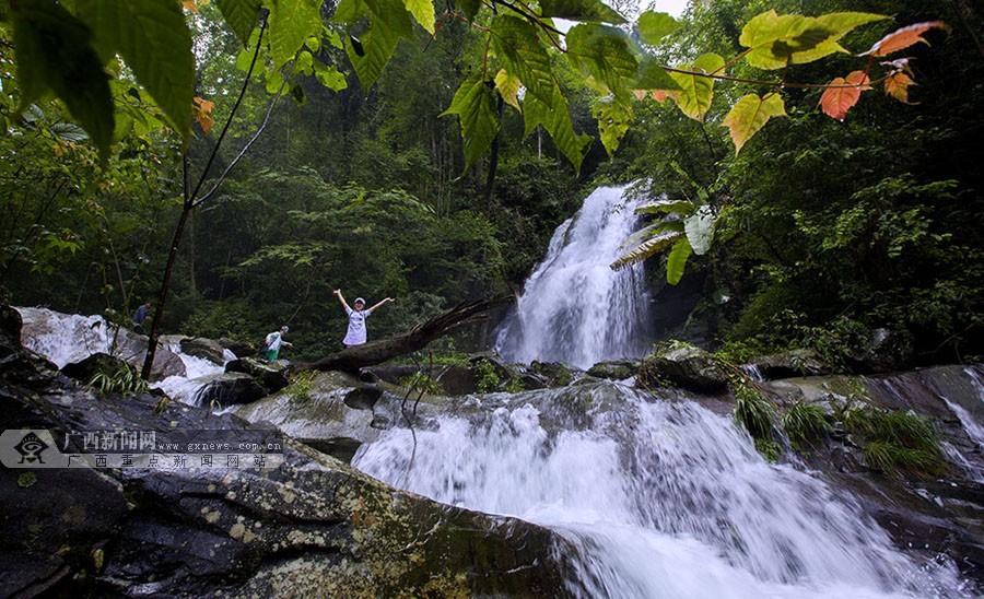 壁纸 风景 旅游 瀑布 山水 桌面 900_548