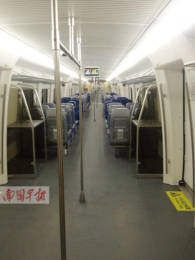 """广西高铁添""""新丁"""" 新车型与地铁""""神似""""(图)"""