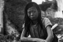 抗战胜利女子回到桂林蹲在废墟上满眼泪水(图)
