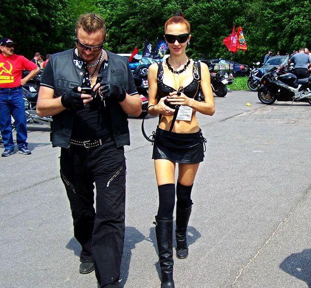 国女子保守开放大PK 俄罗斯女子着装最大胆?