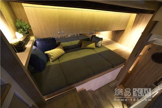 正文     二樓的空間具有三重身份,客廳,臥室(臥室裝修效果圖)和餛飩