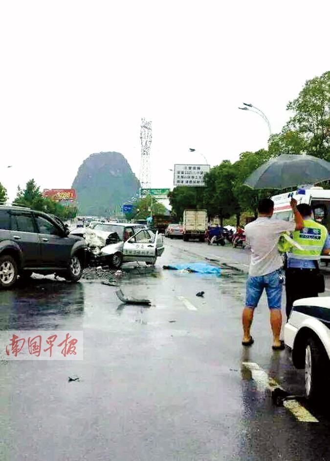 教练车撞上越野车 驾校教练不幸身亡4名学员受伤
