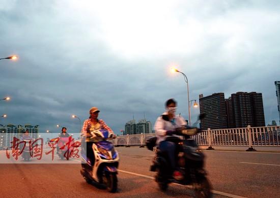 近日秋凉 9月13日桂南雨势仍然较大局部伴有雷电