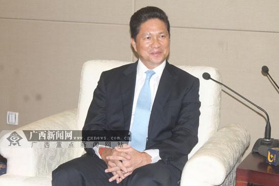 访柬埔寨国务兼商业大臣孙占托